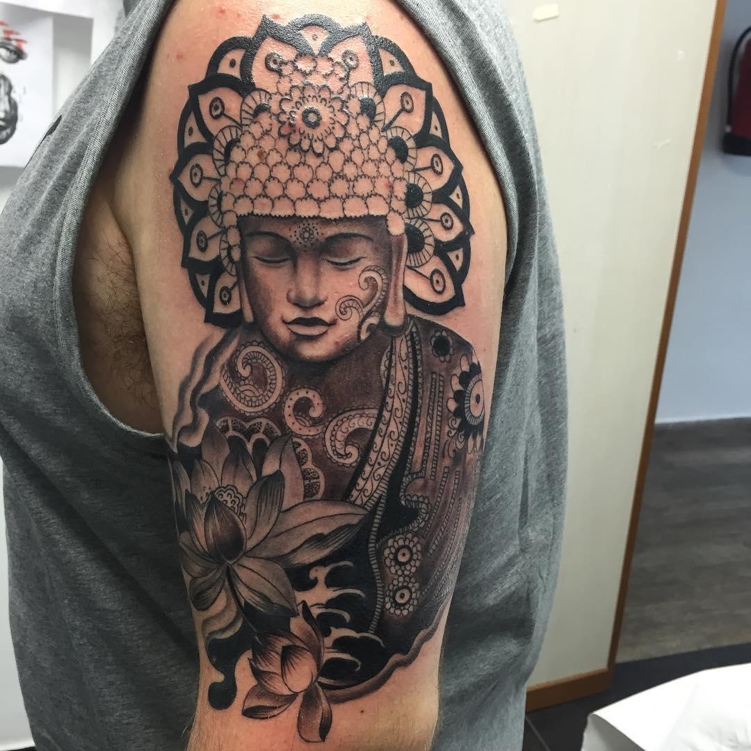 le tatouage de bouddha est de plus en plus choisi comme motif. Black Bedroom Furniture Sets. Home Design Ideas